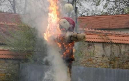 """REGION – Obrovské sucho je již v dubnu. Jen během 23. dubna hasiči v Pardubickém kraji likvidovali 4 požáry porostu. Ten největší vypukl v Brandýse nad Orlicí, kde vlivem silného<a class=""""moretag"""" href=""""http://www.orlickytydenik.cz/zvazte-zda-v-dobe-sucha-zakladat-ohne-pri-filipojakubske-noci/"""">...celý článek</a>"""
