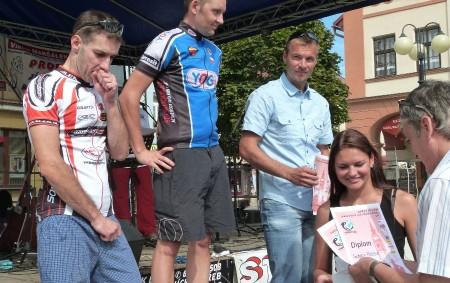 """DOBRUŠKA – Dvacáté výročí pořádání Dobrušského cyklistického poháru slavil TriClub Dobruška závodem pookruhu vedeném ulicemi města Dobrušky. Nazávěr se pak uskutečnily nanáměstí oslavy svyhlášením výsledků závodu icelého letošního ročníku Dobrušského<a class=""""moretag"""" href=""""http://www.orlickytydenik.cz/v-dobrusce-uzavreli-cyklistickou-sezonu-zavodem-a-veselici-na-namesti/"""">...celý článek</a>"""