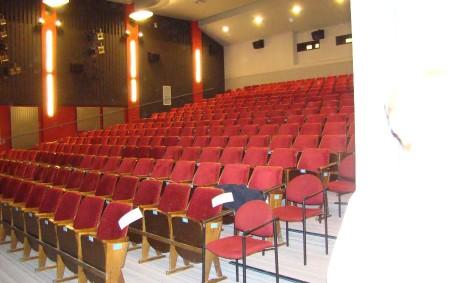 """DOBRUŠKA – Diváky vdobrušském kině čekají vbrzké době dvě pozitivní změny, které jim zpříjemní filmová či divadelní představení nebo koncerty. Vsoučasné době se již intenzivně pracuje na jejich zavedení. """"Jde<a class=""""moretag"""" href=""""http://www.orlickytydenik.cz/v-dobrusskem-kine-budou-mit-divaci-vice-pohodli/"""">...celý článek</a>"""