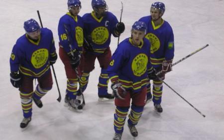"""RYCHNOVSKO – Pouze dva zápasy našich týmů byly na programu 11. kola. Opočno vcelku jednoznačně porazilo Hronov a vrátilo mu porážku 5:0 zprvního vzájemného zápasu. Překvapením je prohra Semechnic vTřebechovicích.<a class=""""moretag"""" href=""""http://www.orlickytydenik.cz/semechnice-padly-v-trebechovicich-a-opocno-jde-do-trhaku/"""">...celý článek</a>"""