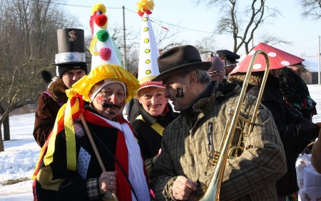 """SEMECHNICE/PODCHLUMÍ – Návod na příjemné strávení únorové soboty mají v Semechnicích. Již sedm let se pravidelně vydávají na masopustní obchůzku. """"Masopust v Semechnicích je obnovená tradice a letos máme už<a class=""""moretag"""" href=""""http://www.orlickytydenik.cz/masopustni-veseli-v-semechnicich-objektivem-orlickeho-tydeniku/"""">...celý článek</a>"""