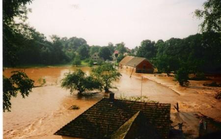 """MĚLČANY – V letošním roce si náš region připomíná smutné výročí, brzy uplyne dvacet let od ničivé povodně v roce 1998. Městský úřad v Dobrušce, odbor výstavby a životního prostředí,<a class=""""moretag"""" href=""""http://www.orlickytydenik.cz/poldr-v-melcanech-dostal-opet-zelenou/"""">...celý článek</a>"""