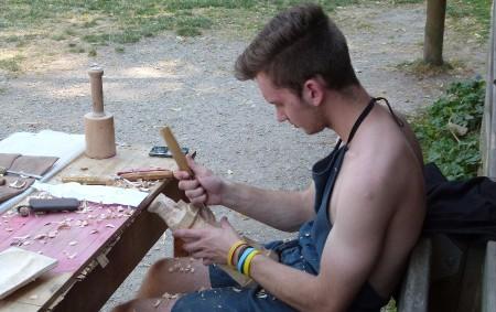 """Na táborové základně vMělčanech u Dobrušky se sešla parta lidí, která tvořila ze dřeva unikátní díla. MĚLČANY – Druhý srpnový víkend se tam uskutečnil už potřetí prázdninový řezbářský kurz, který<a class=""""moretag"""" href=""""http://www.orlickytydenik.cz/vsichni-jsou-umelci-a-inspirace-je-vsude-kolem/"""">...celý článek</a>"""