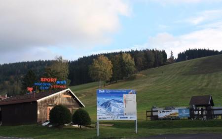 """ORLICKÉ HORY –Které novinky si pro své zákazníky přichystala ski centra v Orlických horách? Dnes se podíváme do Deštného v O. h. a Zdobnice, příště do dalších středisek. Zimní období<a class=""""moretag"""" href=""""http://www.orlickytydenik.cz/jak-se-horska-strediska-pripravuji-na-zimu-2/"""">...celý článek</a>"""