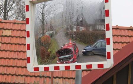"""RYCHNOVSKO -Dopravní policisté včera vyjížděli ke dvěma dopravním nehodámna Rychnovsku.V obou případechse o zraněné účastníkyhaváriímuseli postarat zdravotníci. """"První nehoda byla nahlášena v11.05 hodin. Řidička vozu Škoda Fabia projíždějící obcí Dobřany<a class=""""moretag"""" href=""""http://www.orlickytydenik.cz/priciny-ctvrtecnich-nehod-nedani-prednosti-a-smyk/"""">...celý článek</a>"""