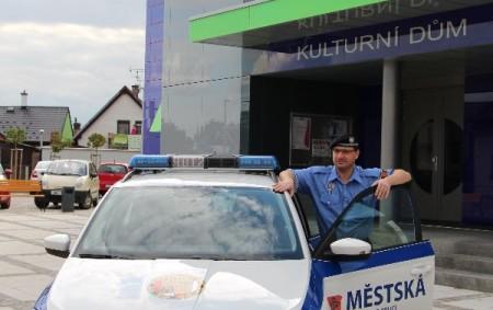 """TÝNIŠTĚ N. O. – Zastupitelstvo města v Týništi nad Orlicí rozhodlo o pořízení nového služebního auta městské policie. To staré po čtrnácti letech provozu dosloužilo, nevyhovovalo už moderním požadavkům. Byly<a class=""""moretag"""" href=""""http://www.orlickytydenik.cz/straznikum-v-tynisti-slouzi-nove-vozidlo/"""">...celý článek</a>"""
