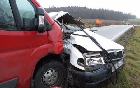 """RYCHNOVSKO – Při střetu osobního auta a dodávky vpátek dopoledne u Solnice na Rychnovsku zahynula teprve osmnáctiletá řidička. Nehoda byla na operační středisko královéhradeckých záchranářů nahlášena krátce po půl deváté.<a class=""""moretag"""" href=""""http://www.orlickytydenik.cz/smrtelna-nehoda-u-domasina/"""">...celý článek</a>"""