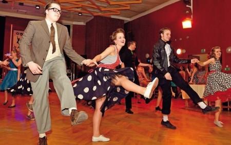 TUTLEKY – V místním kulturními domě Tutleky se v pátek 3. března od 20 hodin pořádá Hasičský ples. K tanci a poslechu hraje skupina Pokrok. Vstupné 100,- Kč.