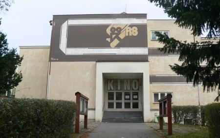 """RYCHNOV N. K. –Také dnes jsme pro vás připravili seriál o starých stavbách, který Orlický týdeník vytváří spolu se studenty rychnovského gymnázia. Budova kina v Rychnově nad Kněžnou je značně<a class=""""moretag"""" href=""""http://www.orlickytydenik.cz/povidani-o-zasle-slave-rychnovskeho-kina/"""">...celý článek</a>"""