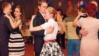 """BOROHRÁDEK – Město Borohrádek zve na Městský ples, který se konáv pátek 22. březnaod20.00 hodinvsokolovně. Vstupné je 100 korun. """"Přijďte se pobavit a zatančit na Městský ples 2019. K tanci"""