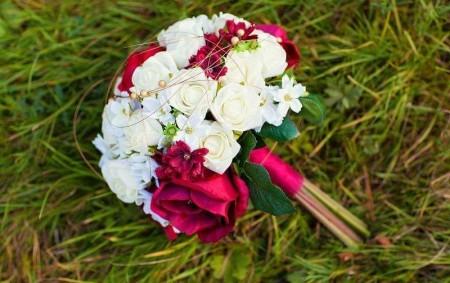 """REGION – Jelikož je Máj, lásky čas, a svatební sezona vypukla, mám pro vás článek o svatební kytici. Proč dát přednost trvanlivé svatební kytici? Téměř každá mladá dívka sní o<a class=""""moretag"""" href=""""http://www.orlickytydenik.cz/pro-zeny-jak-na-svatebni-kytici/"""">...celý článek</a>"""