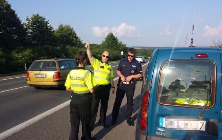 """RYCHNOVSKO – Ve vytipovaných časech měřila rychlosthlídka rychnovských dopravních policistů v pátek 15. června v Cháborech i v Ohnišově. Povolenou rychlost 50 km/hod v obcíchpřekročilo hned několikřidičů a řidiček z<a class=""""moretag"""" href=""""http://www.orlickytydenik.cz/mladik-jel-pres-obec-stovkou-v-siti-policie-uvizli-i-dalsi/"""">...celý článek</a>"""