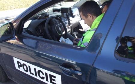 """RYCHNOVSKO -V exponovaný čas uvízlv policejní sítina jedné z tranzitních cest do průmyslové zóny Kvasinynebezpečnýřidič osobního auta. Dopravní hlídka se opět zaměřila na trasy, kterýmizaměstnanci přijíždějí do průmyslové zóny či<a class=""""moretag"""" href=""""http://www.orlickytydenik.cz/ridic-ohnisovem-projizdel-rychlosti-132-kmh/"""">...celý článek</a>"""