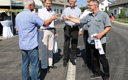 """LIPOVKA – Koncem srpna byla dokončena oprava úseku silnice třetí třídy 3212 v průtahu obcí Lipovka u Rychnova nad Kněžnou. Oprava stála 9 milionů korun. Jedná se o v pořadí<a class=""""moretag"""" href=""""http://www.orlickytydenik.cz/silnice-pres-lipovku-je-opravena/"""">...celý článek</a>"""