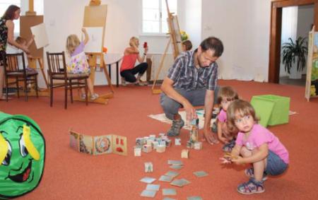 """RYCHNOV N. K. – Závěr výstavní sezony Orlické galerie v Dětském ateliéru patří hrám, hračkám i loutkovému divadlu, které pro děti vytvořili a na výstavu zapůjčili pedagogové a studenti Katedry<a class=""""moretag"""" href=""""http://www.orlickytydenik.cz/detsky-atelier-zve-ke-hram/"""">...celý článek</a>"""