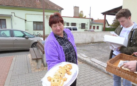 """POHOŘÍ – V Pohoří se bude 7. října opět mlsat. V sále tamní restaurace se od 14 hodin koná již desátý ročník tradičního Koláčového klání. Své vlastnoručně vyrobené pochoutky můžete<a class=""""moretag"""" href=""""http://www.orlickytydenik.cz/jubilejni-10-pohorske-kolacove-klani/"""">...celý článek</a>"""