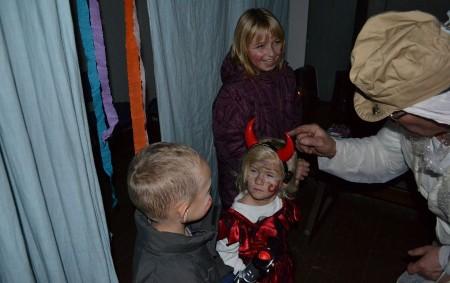 """TUTLEKY – V sobotu 5. listopadu 2016 ve večerních hodinách zavítala do Tutleckého kulturního domu strašidla. Pro děti byla připravena Strašidelná stezka aneb putování kulturním domem se záludnými úkoly, které<a class=""""moretag"""" href=""""http://www.orlickytydenik.cz/strasidla-v-tutlekach/"""">...celý článek</a>"""