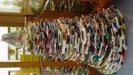 DOBRUŠKA – Netradiční vánoční stromek nazdobily knihovnice z Městské knihovny v Dobrušce. Využily k tomu to, čím jsou denně obklopeny – knížky. Foto: Městská knihovna v Dobrušce Čtenářská diskuze