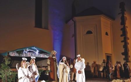 """NÁCHOD – V letošním roce se nebude konat tradiční představení živého betlému na Masarykově náměstí v Náchodě. """"Omlouváme se proto všem, kteří na tuto velmi oblíbenou akci mířili, i za<a class=""""moretag"""" href=""""http://www.orlickytydenik.cz/zivy-betlem-se-v-nachode-letos-konat-nebude/"""">...celý článek</a>"""