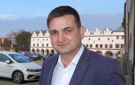 """REGION –Už čtyři měsíce je prvním náměstkem hejtmana Královéhradeckého kraje Martin Červíček. Jeho práce už má první kladné výsledky. Jak se nový náměstek vžil do nové funkce a jaké jsou<a class=""""moretag"""" href=""""http://www.orlickytydenik.cz/martin-cervicek-zivot-u-policie-je-podobny-jako-v-politice/"""">...celý článek</a>"""