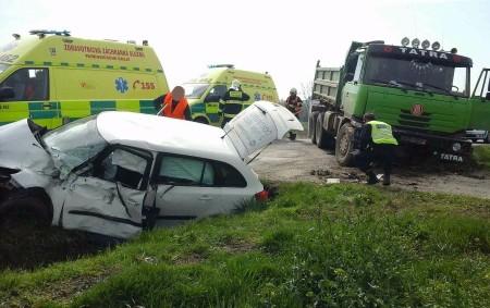 """ORLICKOÚSTECKO – VBěstovicích na Orlickoústecku zasahovali vpátek 21. dubna v9.58 hodin profesionální hasiči zVysokého Mýta a dobrovolní hasiči zChocně u nehody osobního vozu snákladním. Při nehodě byly zraněny dvě osoby.<a class=""""moretag"""" href=""""http://www.orlickytydenik.cz/nehoda-auta-a-kamionu-si-vyzadala-dva-zranene-lidi/"""">...celý článek</a>"""