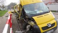 """NÁCHODSKO - VPolici nad Metují ve čtvrtek 27. dubna odpoledne krátce po šesté hodině 21letý řidič cizí státní příslušnosti havaroval svozidlem Peugeot Boxer. """"Mladík na přímém úseku vyjel vpravo mimo"""