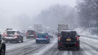 KRAJ – Během dopoledne ve čtvrtek 3. prosince, kdy začalo sněžit, evidovali hasiči vkraji 25 událostí, ztoho 20 nehod. Nehoda dvou nákladních vozidel dokonce zablokovala hlavní silniční tah na Náchod