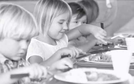 """RYCHNOVSKO – Do projektu Obědy do škol, který pomáhá dětem tak, že jim jsou placeny obědy ve školní jídelně, se nově letos zapojí i Královéhradecký kraj. Ministerstvo práce a sociálních<a class=""""moretag"""" href=""""http://www.orlickytydenik.cz/obedy-do-skol-a-skolek/"""">...celý článek</a>"""