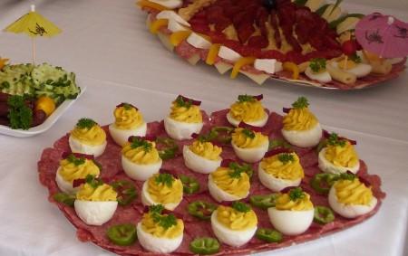 """Velikonoce jsou """"vajíčkový čas"""", kdo nakoupil na svátky plata vajec a nestihl je obarvit, má doma ještě zásobu. Může je zpracovat na pomazánky a saláty nebo je použít do dalších<a class=""""moretag"""" href=""""http://www.orlickytydenik.cz/podorlicka-kucharka-vejce/"""">...celý článek</a>"""