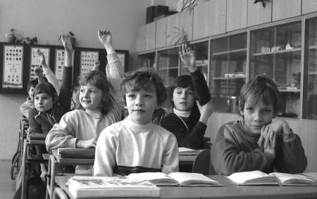 """1. června bude všude plno radosti a smíchu. Děti i dospívající mladí lidé budou soutěžit ve sportovních disciplínách, v různých zájmových kroužcích nebo se budou jen tak veselit a slavit<a class=""""moretag"""" href=""""http://www.orlickytydenik.cz/fotosloupek-retro-k-mdd-aneb-deti-socialismu/"""">...celý článek</a>"""