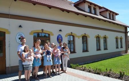 """POHOŘÍ – Neobvyklou věc zažili letos v Pohoří při vítání nových občánků, které se tam koná jednou za rok. V letošním roce se akce uskutečnila 1. června – na Den<a class=""""moretag"""" href=""""http://www.orlickytydenik.cz/vitani-obcanku-v-ruzove-barve/"""">...celý článek</a>"""