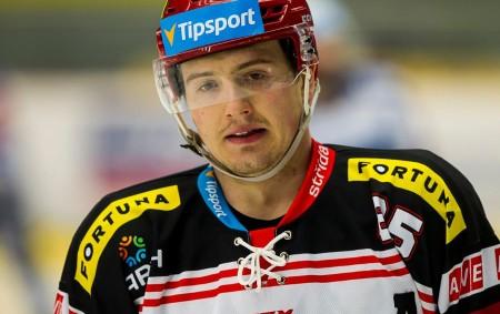 """HRADEC KRÁLOVÉ - Výborné dva roky má za sebou Rudolf Červený, v tom posledním nastoupil kvůli zranění sice jen k 36 ligovým zápasům, i tak v nich stihl 24 bodů<a class=""""moretag"""" href=""""http://www.orlickytydenik.cz/zahranici-nedopadlo-rudolf-cerveny-pokracuje-v-hradci/"""">...celý článek</a>"""