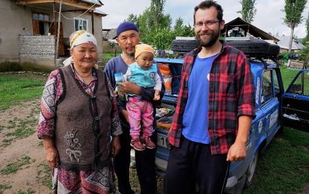 """ČESTICE/KYRGYZSTÁN –S Tádžikistánem se čestický žigul rozloučil na jednom z nejvýše položených hraničních přechodů na světě. Byla mlha a my jsme si jenom mohli představovat Lenina, nejvyšší horu Pamíru vysokou<a class=""""moretag"""" href=""""http://www.orlickytydenik.cz/300-vcelstev-na-obzivu/"""">...celý článek</a>"""