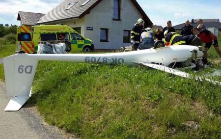 """PARDUBICKÝ KRAJ – Profesionální hasiči zPoličky a dobrovolní hasiči zBystrého zasahovali vneděli 11. června v14.51 hodin u letecké nehody vBystrém. Jednalo se o pád ultralehkého letadla. Hasiči po svém příjezdu<a class=""""moretag"""" href=""""http://www.orlickytydenik.cz/pilot-musel-byt-po-padu-na-pole-resuscitovan/"""">...celý článek</a>"""
