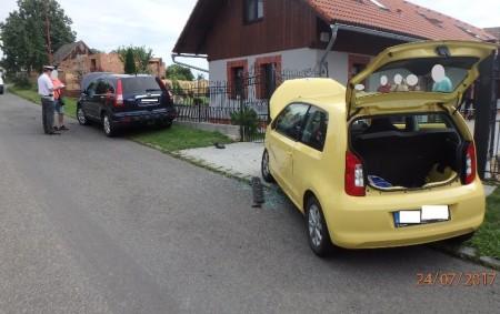 """BYZHRADEC – Profesionální hasiči zRychnova nad Kněžnou a dobrovolní hasiči ze Solnice byli v9.25 přivoláni kdopravní nehodě dvou osobních automobilů, která se stala vByzhradci. Dvě osoby utrpěly zranění. Zdravotnická záchranná<a class=""""moretag"""" href=""""http://www.orlickytydenik.cz/nehoda-v-byzhradci/"""">...celý článek</a>"""