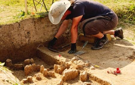 """VOJENICE –Prázdniny míří do své poloviny, což znamená, že je ta nejlepší doba pro archeologické výzkumy. Orlický týdeník se podíval do Vojenic. Další informace se dozvíte zde Pod známou rozhlednou<a class=""""moretag"""" href=""""http://www.orlickytydenik.cz/u-vojenic-pokracuje-vyzkum/"""">...celý článek</a>"""