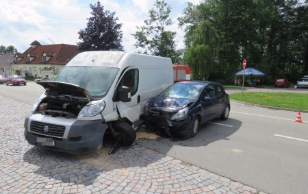 """ORLICKOÚSTECKO – Kdo 11. července projížděl ve dvě hodiny odpoledne kolem čerpací stanice EuroOil v Letohradě, nemohl si nevšimnout dopravní nehody, při které asistovaly všechny složky integrovaného záchranného systému. """"Osmadvacetiletý<a class=""""moretag"""" href=""""http://www.orlickytydenik.cz/pri-stretu-dodavky-s-osobakem-byl-zranen-spolujezdec/"""">...celý článek</a>"""