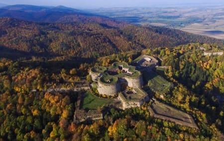 """REGION –Dnes vás opět zavedu k našim polským přátelům. Našim cílem jsou Soví hory a jedinečná ukázka fortifikačního stavitelství, pevnost Stříbrná hora, tyčící se v sedle nad stejnojmenným městečkem. Dostaneme<a class=""""moretag"""" href=""""http://www.orlickytydenik.cz/vzhuru-na-stribrnou-horu/"""">...celý článek</a>"""