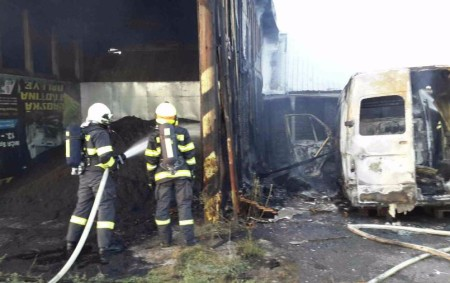 "ORLICKOÚSTECKO – Kpožáru dodávky a kolny do Žamberku vyjížděli vpondělí 28. srpna v19.02 hodin profesionální hasiči ze Žamberku i Ústí nad Orlicí a dále dobrovolní hasiči zLíšnice, Letohradu a Žamberku.<a class=""moretag"" href=""http://www.orlickytydenik.cz/hasici-zasahovali-u-pozaru-dodavky-a-kolny/"">...celý článek</a>"
