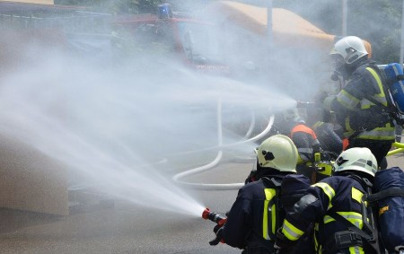 """REGION –Každý bytový dům by měl mít podle hasičů """"svého"""" preventistu požární ochrany. Že se to vyplatí, potvrzuje požár v Grenfell Tower. Bytové domy jsou v převážné většině případů ve<a class=""""moretag"""" href=""""http://www.orlickytydenik.cz/ruska-ruleta-o-zivot/"""">...celý článek</a>"""