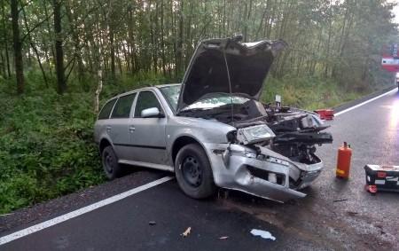 """RYCHNOVSKO – Rychnovští profesionální hasiči spolu s místními dobrovolnými hasiči byli v neděli v 6.23 hodin přivoláni do Borohrádku k vozidlu Škoda Octavia, s nímž jeho řidič narazil do stromu.<a class=""""moretag"""" href=""""http://www.orlickytydenik.cz/auto-narazilo-do-stromu-3/"""">...celý článek</a>"""