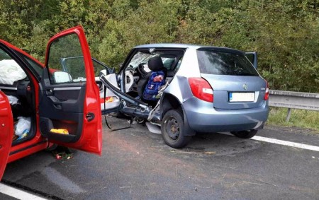 """PARDUBICKO – Ktěžké dopravní nehodě do Hlinska vyjížděly vneděli 10. září v16.40 hodin tři jednotky hasičů. Jednalo se o střet dvou osobních automobilů. Hasiči ihned po svém příjezdu museli ze<a class=""""moretag"""" href=""""http://www.orlickytydenik.cz/smrtelna-nehoda-si-vyzadala-i-sest-tezkych-zraneni/"""">...celý článek</a>"""