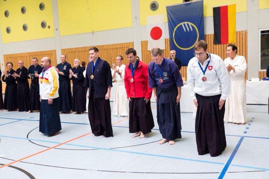 Předávací ceremoniál medailí - druhý zprava Pavel Tomeš.