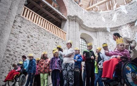 """NERATOV – Sdružení Neratov oslavilo v pátek 15. září 2017 dvacáté páté výročí své existence! Oslavy začaly mší svatou v 11 hod. v neratovském kostele. Dorazilo mnoho pozvaných hostů. Součástí<a class=""""moretag"""" href=""""http://www.orlickytydenik.cz/v-neratove-slavili/"""">...celý článek</a>"""