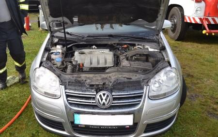 """ORLICKOÚSTECKO – U požáru osobního automobilu Volkswagen Golf zasahovaly v Horní Čermné na Orlickoústecku v neděli 3. září v 15.49 hodin dvě jednotky hasičů – profesionální z Lanškrouna a dobrovolná<a class=""""moretag"""" href=""""http://www.orlickytydenik.cz/k-pozaru-vozu-doslo-bezprostredne-po-jizde/"""">...celý článek</a>"""