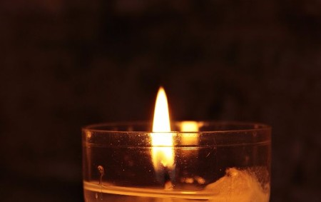 """DOBRUŠKA – I letos skauti přinášejí Betlémské světlo také v Kostelci n. O. To je možné si odnést v neděli 23. prosince od 9.00 do 12.00 hodin od kašny na<a class=""""moretag"""" href=""""http://www.orlickytydenik.cz/betlemske-svetlo-zazari-na-kostelecku/"""">...celý článek</a>"""