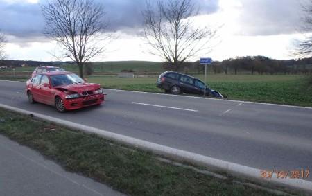 """RYCNOVSKO – Profesionální hasiči zRychnova nad Kněžnou a dobrovolní hasiči ze Solnice byli vpondělí ve 13.46 hodin přivoláni kdopravní nehodě dodávky svlekem a tří osobních automobilů, která se stala silnici<a class=""""moretag"""" href=""""http://www.orlickytydenik.cz/nehoda-dodavky-s-vlekem-a-tri-aut/"""">...celý článek</a>"""