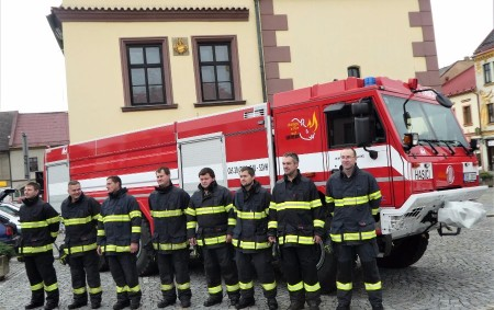 """DOBRUŠKA/DOMAŠÍN – Dobrušští dobrovolní hasiči ve středu 4. října slavnostně převzali novou hasičskou cisternu Tatra Force, jejímž dodavatelem je poličská firma THT. Slavnostní chvíle se odehrály na dvou místech –<a class=""""moretag"""" href=""""http://www.orlickytydenik.cz/hasici-v-dobrusce-prevzali-novou-strikacku-slouzit-bude-v-domasine/"""">...celý článek</a>"""