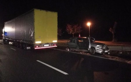 """RYCHNOVSKO – Vážná dopravní nehoda, při které se střetlo osobní vozidlo s nákladním vozem, se stala vsobotu krátce před 19. hodinou na silnici I/11 vedoucí z Třebechovic pod Orebem do<a class=""""moretag"""" href=""""http://www.orlickytydenik.cz/nehoda-u-tyniste-ridic-se-stretl-s-protijedoucim-kamionem/"""">...celý článek</a>"""
