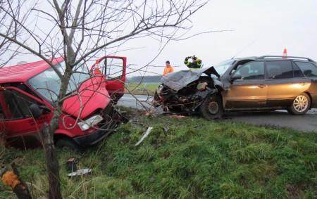 """HRADECKO – Ve středu 22. listopadu krátce před půl sedmou ráno se u Dolního Přímu na Hradecku stala dopravní nehoda osobního vozidla a dodávky. K nehodě došlo pravděpodobně tak, že<a class=""""moretag"""" href=""""http://www.orlickytydenik.cz/sedm-osob-z-dodavky-skoncilo-v-nemocnici/"""">...celý článek</a>"""